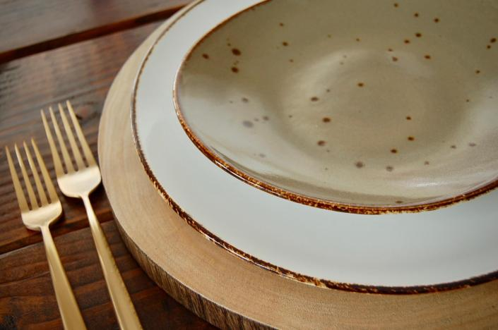 plate and charger rentals-wood slice charger speckled plates
