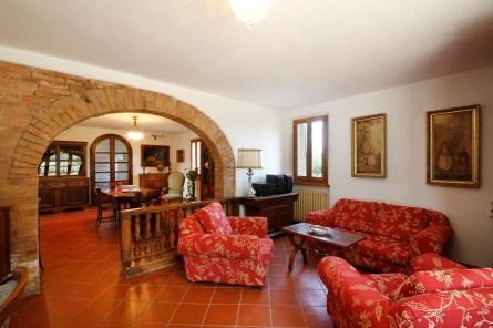 Indoor - Tenuta la Santissima, red living area