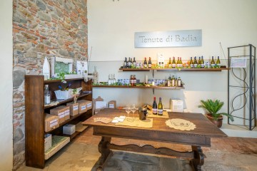 Cellar Door & Tasting Table