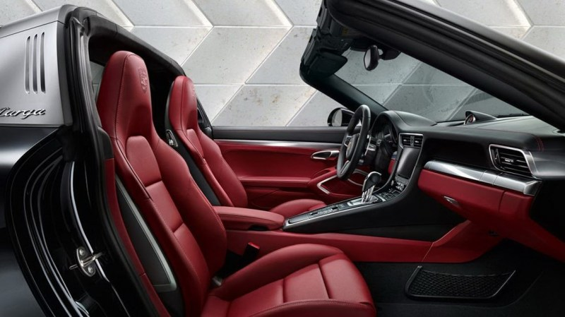 New Porsche 911 Targa 4S Interior Feature