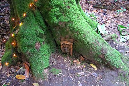 [ Bir pronalazi šumska mala vrata ]