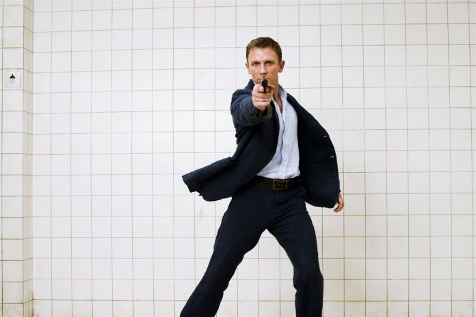Daniel Craig In James Bond Style Wallpaper