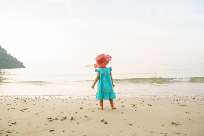 420064f45a6a34c6c958cf3099d36f7e045705cf_girl-on-beach