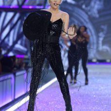 victorias-secret-fashion-show-2016-lady-gaga-2