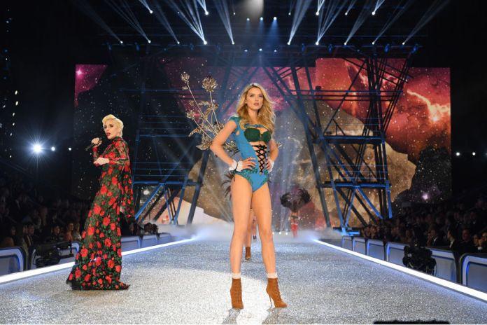 victorias-secret-fashion-show-2016-lady-gaga