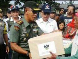 Dandim Lampung Timur Serahkan Bantuan untuk Korban Banjir