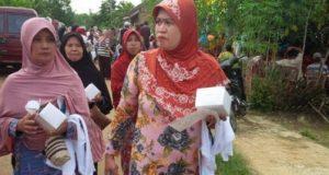 ombongan warga beranjak meninggalkan lokasi kampanye dialogis calon Bupati Lampung Utara Agung Ilmu Mangkunegara