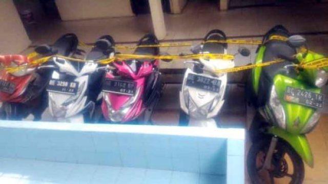 Barang bukti yang disita dari tersangka spesialis curanmor, Feri Gunawan (22), oknum wartawan warga Rajabasa, Bandarlampung dan Efendi saputra (24), warga Desa Tanjung Kemala, Kecamatan Pubian, Lampung Tengah yang diamankan di Mapolsekta Kedaton