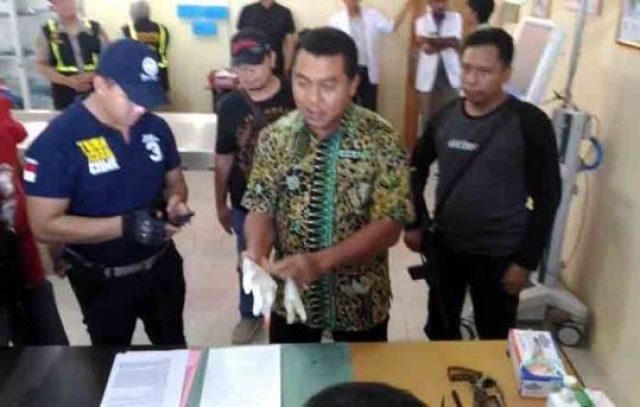 Wadir Reserse Kriminal Umum Polda Lampung, AKBP Ardrian Indra Nurinta menjelaskan tentang penggerebekan yang menewaskan tersangka Wahyu. Jumat (6/4/2018).