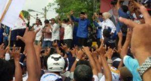 Pasangan calonbup dan calon wabup Lampung Utara, Agung Ilmu Mangkunegara - Budi Utomo turut bergoyang dalam kampanye rapat umum mereka