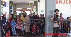 Pengamanan di Stasiun Tanjungkarang, Bandarlampung pada 8 Juni 2018.