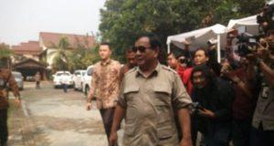 Prabwowo menyambangi rumah Neno Warisman di Cimanggis, Depok. Senin sore (31/7/2018)