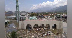 Sebuah masjid terlihat rusak parah akibat gempa dan tsunami di Palu, Sulawesi Tengah, Sabtu, 29 September 2018. Badan Nasional Penanggulangan Bencana atau BNPB mencatat jumlah korban meninggal akibat gempa Donggala sebanyak 384 korban jiwa per pukul 13.00 WIB, Sabtu, 29 September 2018. AP/Rifki