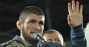 Juara MMA, Khabib Nurmagomedov dalam acara penyambutan di Anzhi Arena di Kaspiysk, sebuah kota di republik Dagestan, Rusia, Senin, 8 Oktober 2018. Khabib Nurmagomedov terancam sejumlah sanksi akibat menyerang kubu McGregor pasca laga MMA UFC 229. REUTERS/Said Tsarnayev