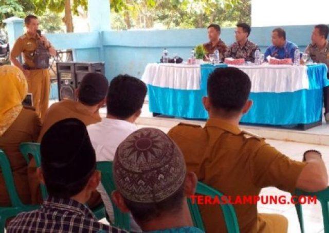 Kepala Desa Way Isem, Sungkai Barat, Kholiq Ibrahim menyatakan kepuasannya mengikuti kegiatan pelayanan hukum dari Kejari Lampura