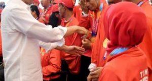 Presiden Joko Widodo bersilaturahmi sekaligus menyerahkan bonus bagi atlet peraih medali pada Asian Para Games 2018, Sabtu (13/10/2018).