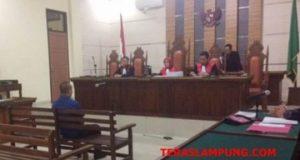 Bos CV 9 Naga, Gilang Ramadhan terdakwa kasus dugaan suap fee proyek infrastruktur Dinas PUPR Lampung Selatan jalani sidang perdana di Pengadilan Tipikor Kelas IA Tanjungkarang, Kamis 11 Oktober 2018.