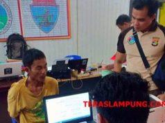 Penyidik Polres menginterogasi tersangka Fa, Kamis (6/12/2018).