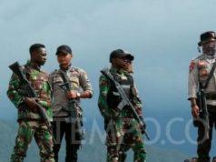 Anggota TNI dan polisi di Papua. TEMPO/Rully Kesuma