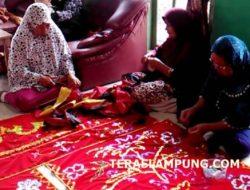 "Perajin ""Kebung Tikhai"" dari Kota Dalam, Penjaga Warisan Leluhur Adat Lampung"