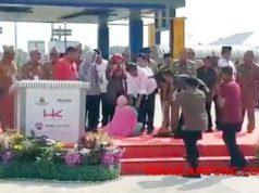 Mau Mengadu Ganti Rugi Lahan, Seorang Ibu Terobos Paspampres, Simpuh di Kaki Jokowi, Lalu Pingsan