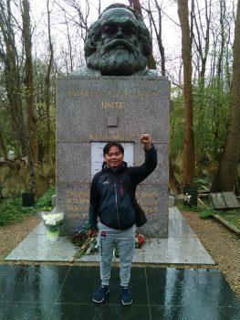 Saya di makam Karl Marx di Highgate Cemetery, Swains Lane, London. (Foto: Istimewa/Oki Hajiansyah Wahab)