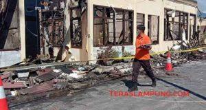 Bangunan Mapolres Lampung Selatan ludes karena terbakar, Kamis siang (2/5/2019).