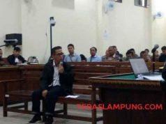 Bupati Mesuji nonaktif Khamami menjadi saksi untuk terdakwa Sibron Azis di Pengadilan Tipikor Tanjungkarang, Senin (6/5/2019).