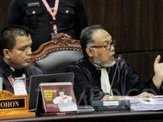 Kuasa hukum Calon Presiden dan Wakil Presiden nomor urut 02 selaku pemohon Bambang Widjojanto (kanan) saat menanggapi Majelis Hakim terkait bukti milik BPN Prabowo - Sandi yang dihadirkan pada sidang lanjutan Perselisihan Hasil Pemilihan Umum (PHPU) sengketa Pilpres 2019 dengan agenda mendengarkan keterangan saksi dan ahli di Mahkamah Konstitusi, Jakarta, Rabu, 19 Juni 2019. TEMPO / Hilman Fathurrahman W