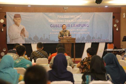 Gubernur Ridho Ficardo pada acara silaturahmi dan konsolidasi dengan para pengelola medsos OPD Pemprov Lampung, dii Begadang Resto, Bandarlampung, Jumat (31/5/2019).