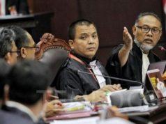 Kuasa hukum Calon Presiden dan Wakil Presiden nomor urut 02 selaku pemohon Bambang Widjojanto saat mengikuti sidang perdana Perselisihan Hasil Pemilihan Umum (PHPU) sengketa Pilpres 2019 di Mahkamah Konstitusi, Jakarta, Jumat, 14 Juni 2019. Majelis Hakim Mahkamah Konstitusi memutuskan untuk memundurkan jadwal sidang lanjutan yang sebelumnya dijadwalkan pada Senin, 17 Juni 2019, menjadi Selasa, 18 Juni 2019. TEMPO / Hilman Fathurrahman W