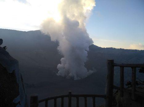 Erupsi Gunung Tangkuban Parahu pada Jumat petang, 26 Juli 2019 pukul 17.29 WIB (Foto: {PVMBG)