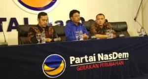 Sekretaris Jenderal Partai Nasdem, Johnny G Plate memberikan keterangan terkait penetapan tersangka kepada salah satu kadernya Mustafa oleh KPK. Jumat, 16 Februari 2018. TEMPO/Chitra Paramaesti.
