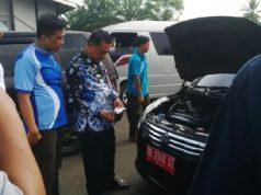 Pj Sekkab Lampung Utara, Sofyan memeriksa surat-menyurat kendaraan dinas