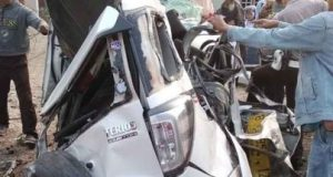 Mobil Daihatsu Terios ringsek usai mengalami kecelakaan maut di Jalinsum wilayah Lampung Utara.