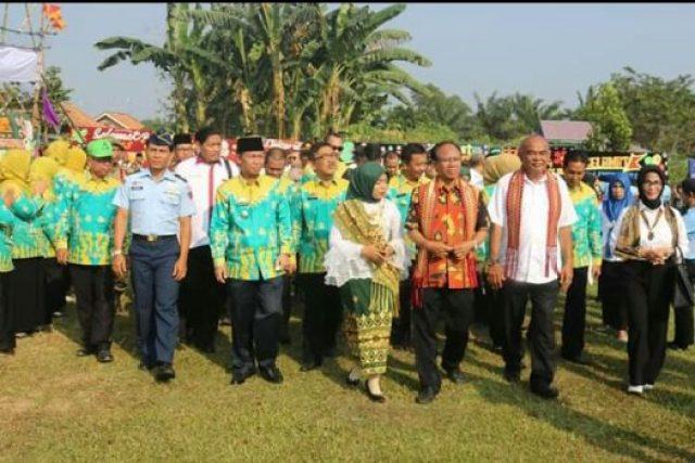 Wakil Bupati Budi Utomo dan pejabat Pemkab lainnya mendampingi kunjungan tim penilai LSS-UKS nasional di SMAN 1 Abungsemuli