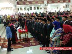 Ketua PN Tanjungkarang Timur Pradoko melantik dan mengambil.sumpahnya 47 orang anggota DPRD Kota Bandarlampung, Senin, 19 Agustus 2019.