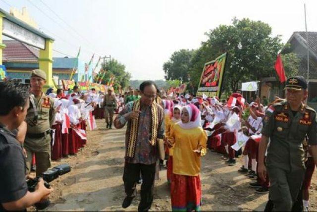 penyambutan kedatangan rombongan tim penilai LSS-UKS di SDN 2 Subik, Abung Tengah