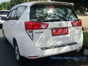 Salah satu Mobil dinas Toyota Kijang Innova yang digunakan oleh pejabat eselon II Pemkab Lampura