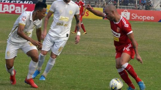 Marquinhos (kanan) cetak gol ke gawang Persija. (ANTARA FOTO/Ardiansyah)