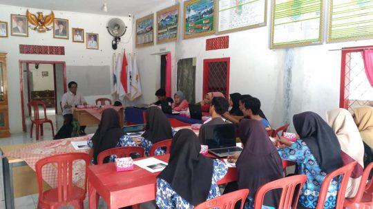 Workshop menulis di Desa Mulyo Sari, Way Ratai, Pesawaran, 21-22 September 2019.