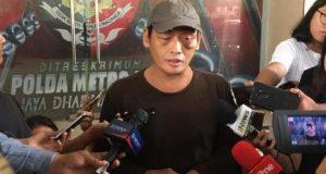 Relawan Jokowi, Ninoy Karundeng, ditemui awak media di kantor Subdirektorat Resmob Polda Metro Jaya, Senin, 7 Oktober 2019. Tempo/M Yusuf Manurung