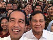 "TERASLAMPUNG.COM -- Ketua Umum Partai Gerindra, Prabowo Subianto menyatakan mendukung langkah pemerintah yang ingin memindahkan ibu kota dari Jakarta ke Kalimantan Timur. Pemindahan ini menjadi salah satu topik yang dibicarakan saat Prabowo bertemu dengan Presiden Joko Widodo atau Jokowi di Istana Merdeka, Jakarta. ""Saya mendukung gagasan (pemindahan) ibu kota,"" kata Prabowo Subianto saat menyampaikan keterangan pada media bersama Jokowi, Jumat, 11 Oktober 2019."