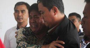 Terdakwa Musa Zainuddin menangis setelah mendengar putusan majelis hakim di Gedung Tindak Pidana Korupsi, Jakarta Pusat, 15 November 2017. Musa divonis majelis hakim 9 tahun penjara dan denda sebesar Rp 500 juta subsider 3 bulan. Tempo/Naufal Dwihimawan Adjiditho