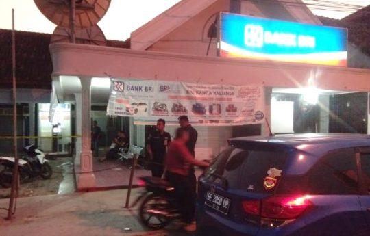 Bank BRI Unit Kalianda di Jalan Radin Intan, Kelurahan Way Urang, Kalianda, Lampung Selatan yang distaroni kawanan perampok bersenpi (foto Ist)