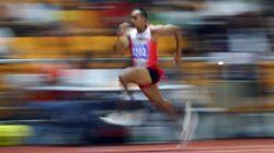 Atlet lompat jauh Indonesia Sapwaturrahman ketika meraih medali emas di Sea Games 2019 pada Sabtu (7/12/2019). - Reuters/Athit Perawongmetha