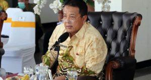 Gubernur Arinal Gubernur Arinal saat melakukan konferensi via video dengan bupati dan walikota se- Provinsi Lampung terkait penanganan penyebaran Covid-19 di Rumah Dinas Gubernur Lampung, Mahan Agung Bandarlampung, Jumat (3/4/2020).