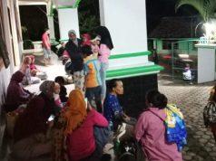 Warga pesisir Kalianda mengungsi setelah mendengar dentuman letusan GAK dan mulai terciuam bau belerang, Jumat malam (10/4/2020).