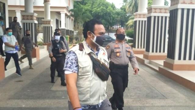 Penyidik KPK mendatangi Kantor Bupati Lampung Selatan, Senin sore (13/7/2020).
