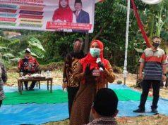Eva Dwiana kampanye dengan peserta terbatas di Kelurahan Sumurbatu, Selasa (29/9/2020).
